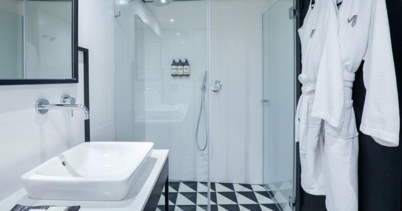 חדר אמבט - מלון מיוז תל אביב